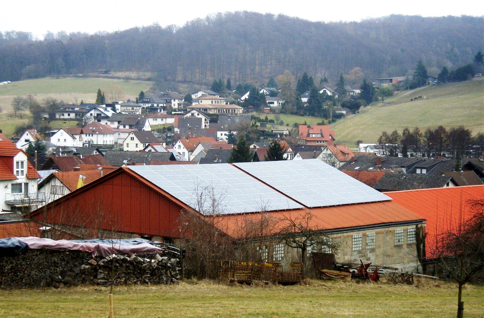 Photovoltaikanlage auf dem Dach des Bauhofes