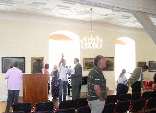 Besucher der Ausstellung Johannes Lippmann im Museum Schloss Lichtenberg